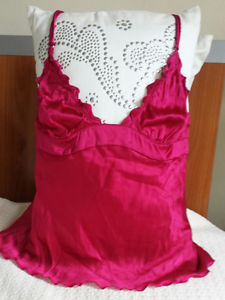 BURBERRY LINGERIE SLEEPWEAR INTIMATES CAMISOLE TOP FUCHSIA SIZE M NEW WITH TAGS